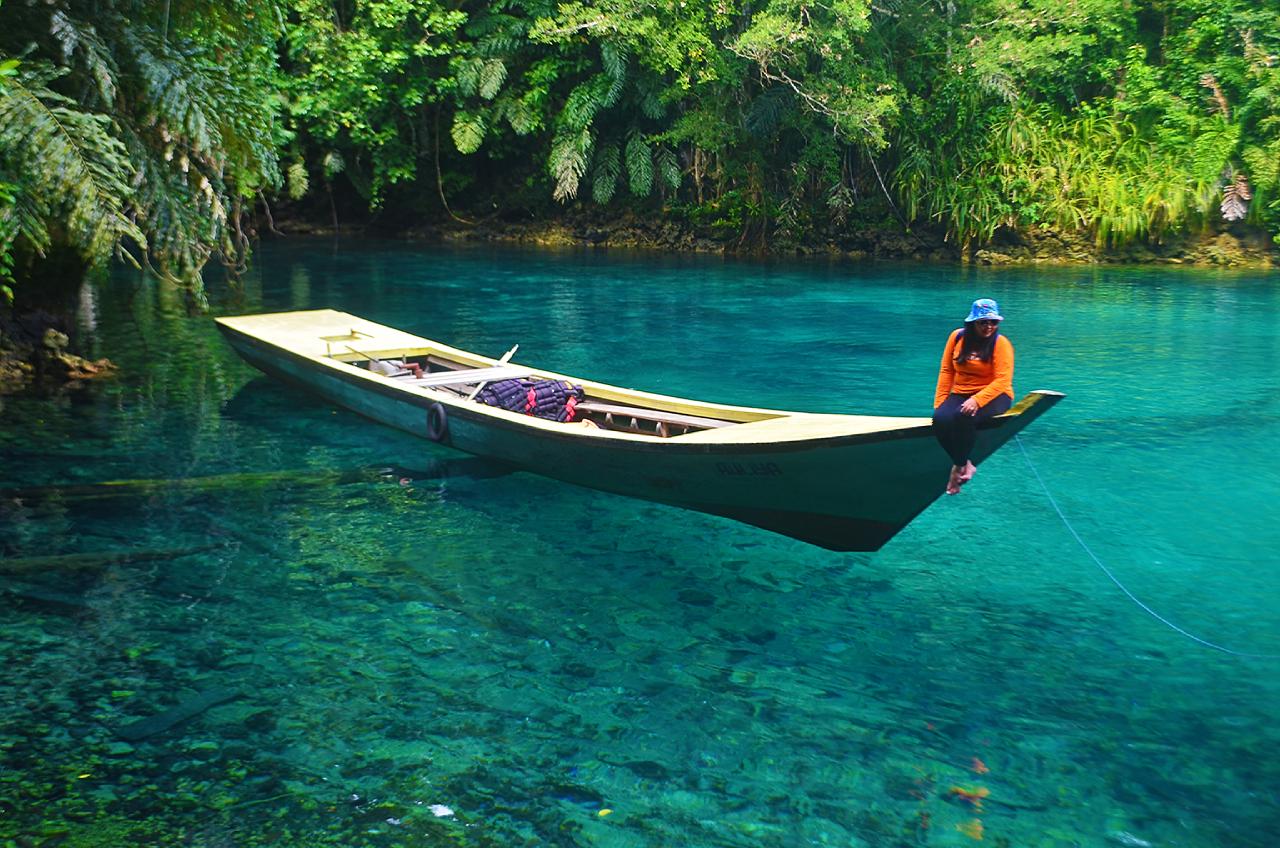 Photo of Mau Berenang Di Danau Dua Rasa? Yuk Mampir Ke Danau Labuan Cermin, Kalimantan Timur